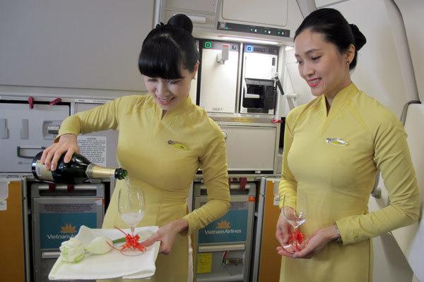 Vietnam Airlines ra mắt trang phục mới
