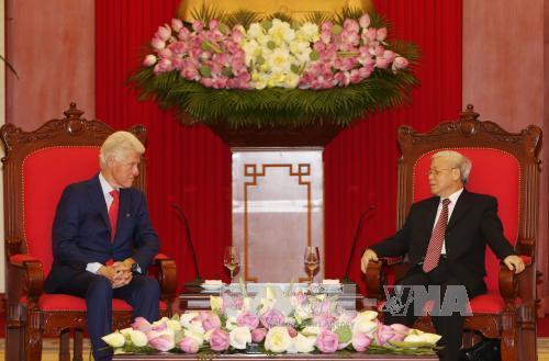 Ông Clinton mong chờ chuyến thăm Mỹ của Tổng bí thư
