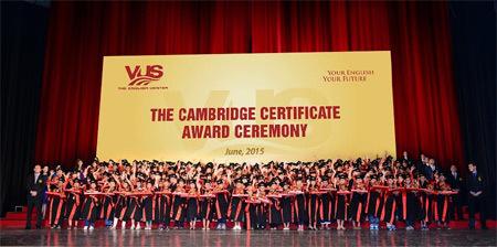 Gần 3.000 học viên VUS nhận chứng chỉ Cambridge