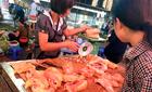 Phát hãi thịt gà chảy nước 25.000 đồng khắp chợ Hà Nội