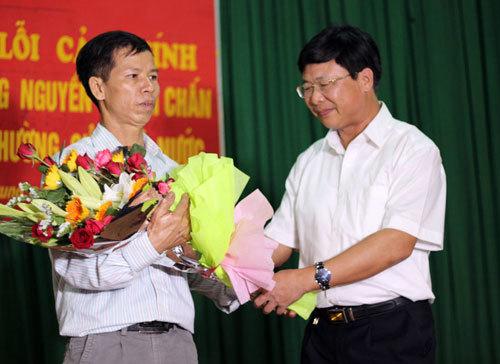 Hành động kỳ quặc của người 'ngăn' ông Chấn nhận 7,2 tỷ