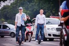 Xe điện 1 bánh giá 20 triệu: Chạy loạn phố