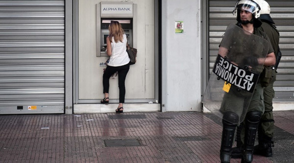 Vì đâu Hy Lạp chia rẽ quá nặng nề?