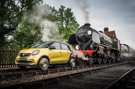 Kỳ lạ xe hơi chạy trên đường ray như tàu hỏa