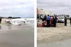 CLIP: Máy bay đâm xuống bãi tắm đông người