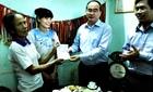 Chủ tịch MTTQ tặng sổ tiết kiệm 400 triệu cho VĐV Nguyễn Thị Huyền