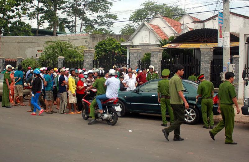 Bên ngoài căn biệt thự có 6 người bị giết chết