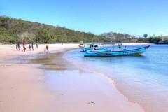 15 bãi biển có màu sắc lạ lùng nhất thế giới
