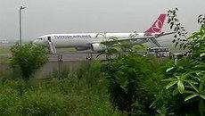 Thế giới 24h: Máy bay chở 148 khách bị dọa bom