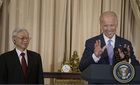 Phó tổng thống Mỹ lẩy Kiều tặng Tổng bí thư