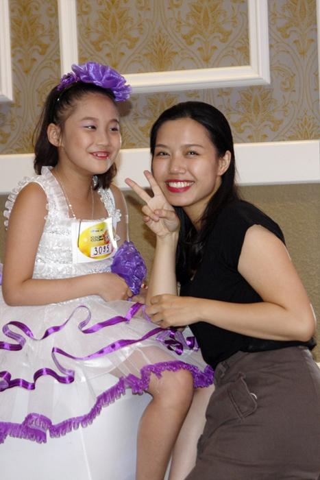 Nghệ sĩ Việt đua nhau đưa 'gà nhí' đi thi