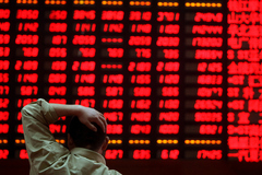 Hoảng loạn ở Trung Quốc: Ôm hàng tỷ USD tháo chạy