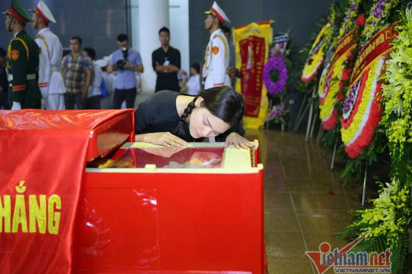Khoảnh khắc xúc động trong đám tang nhạc sĩ An Thuyên