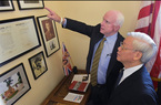 Tổng bí thư trong văn phòng ký ức của ông McCain