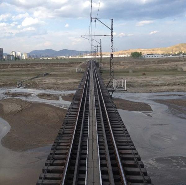 Triều Tiên đẹp lạ lẫm qua ô cửa sổ tàu hỏa