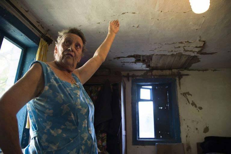 Ám ảnh thi thể nạn nhân MH17 xuyên thủng mái nhà