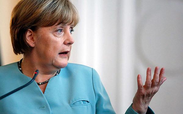Đức-Pháp bất ngờ thúc Ukraina cho quân li khai tự trị