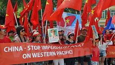 Người Việt tại Đức biểu tình phản đối TQ xây đảo trái phép