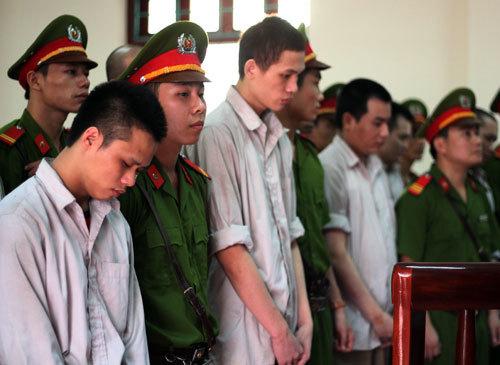 'Nóng' phiên tòa xử vụ 'quan tài diễu phố' ở Vĩnh Phúc