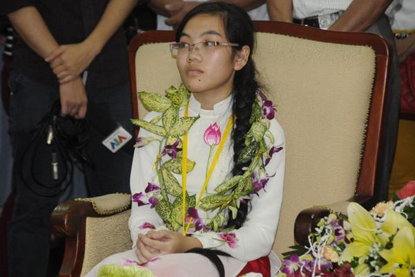 Cô gái vàng Olympic Vật lý 'chỉ học, không phải làm gì cả'
