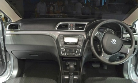 Suzuki bán ôtô 310 triệu cho chị em văn phòng