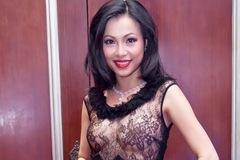 """""""Choáng"""" với độ ăn mặc táo bạo của hoa hậu giàu nhất Việt Nam"""