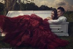 Bộ ảnh cưới bên quan tài tuyệt đẹp
