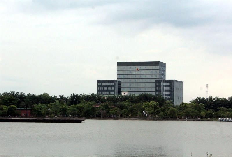 Xong trụ sở đồ sộ, Nghệ An tính xây cao ốc hành chính