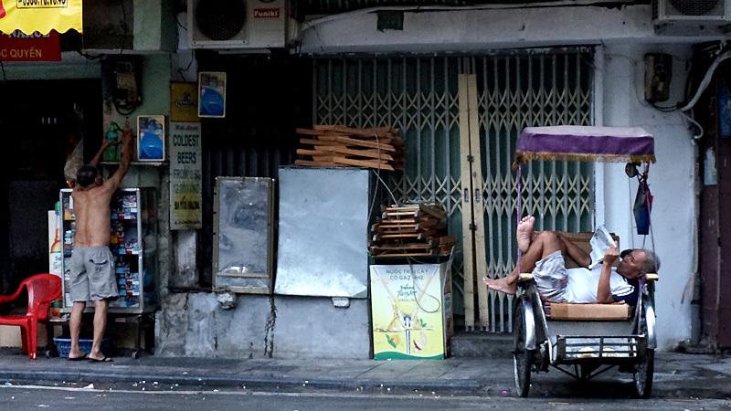 Người Hà Nội thảnh thơi trong tiết trời mát mẻ hiếm hoi - 2