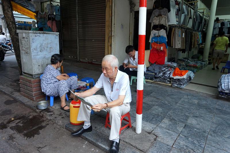 Người Hà Nội thảnh thơi trong tiết trời mát mẻ hiếm hoi - 9