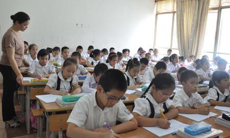 Băn khoăn chuyện tăng quyền học sinh, hạ chuẩn giáo viên tiểu học