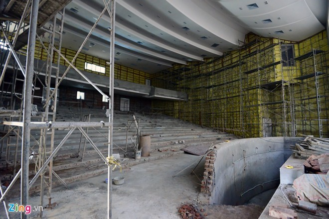 Nhà hát 5 triệu USD bỏ dở giữa Hà Nội