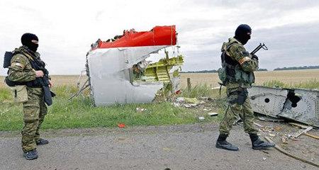 Lộ hình ảnh chưa từng thấy tại hiện trường MH17