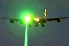 Hàng chục máy bay bị chĩa laser trên bầu trời Mỹ