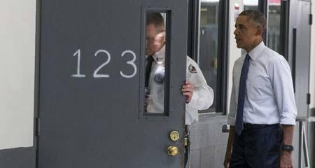 Obama lần đầu thị sát nhà tù liên bang