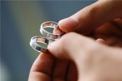 Bi hài chuyện vứt nhẫn cưới khi giận chồng