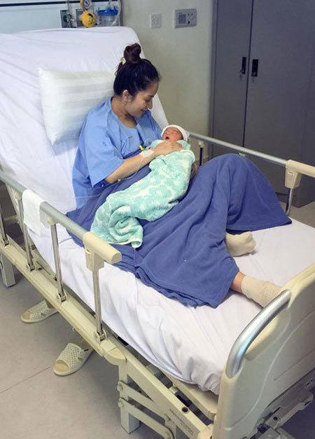 Gương mặt đáng yêu của con trai Khánh Thi