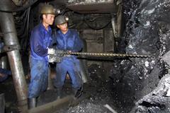 Tụt nóc lò ở mỏ than Vàng Danh: Chưa tiếp cận 2 công nhân bị mắc kẹt