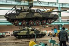 Bên trong xưởng hồi sinh xe tăng ở Ukraina