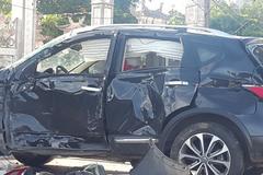Hà Nội: Ô tô chở 6 người bị tàu hỏa đâm xoay nhiều vòng