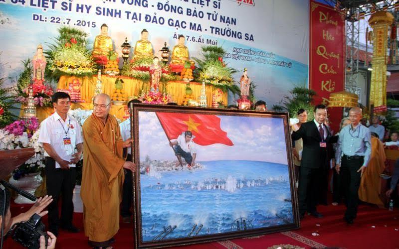 BT Công an dâng hương tại lễ cầu siêu liệt sĩ Gạc Ma