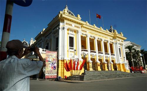 'Giật mình' với diện mạo mới của Nhà hát Lớn Hà Nội