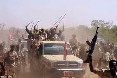 Lính Nam Sudan bị tố lái xe tăng cán dân thường