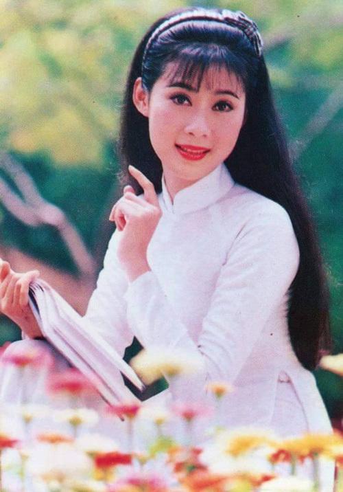Vẻ đẹp 'triệu người mê' của Nữ hoàng ảnh lịch Diễm Hương