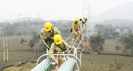 Xóa bỏ độc quyền điện, xăng dầu