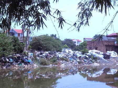 Ngôi làng 'ăn' 70 tấn rác mỗi ngày ở Hà Nội