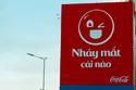 Độc đáo bảng quảng cáo 'chọc ghẹo' người đi đường
