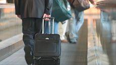 Chống 'nạn' đi Tây học hỏi, về nặng vali hàng giảm giá