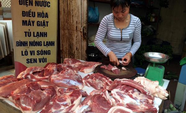 Cấm dần việc dùng kháng sinh cho người để tiêm lợn
