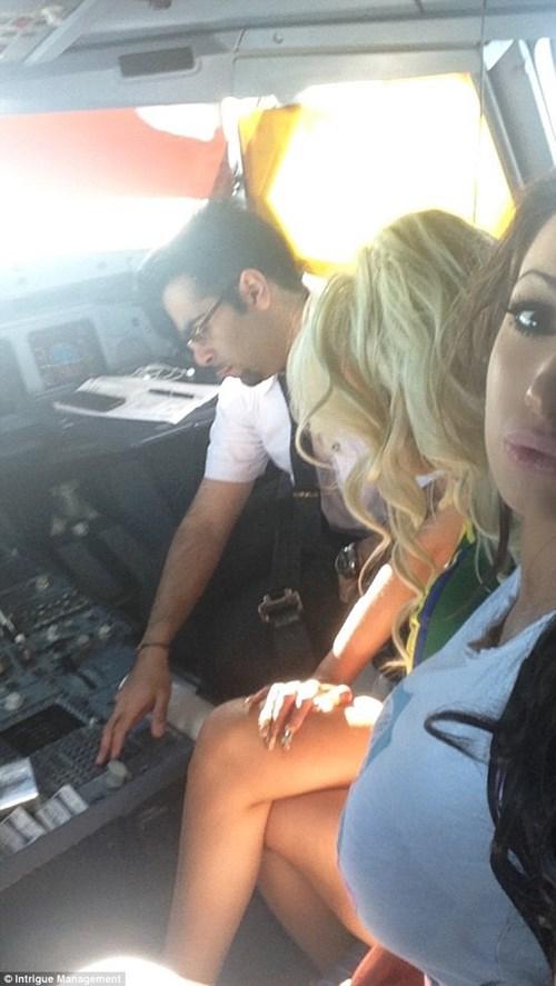 Phi công rủ siêu mẫu xâm phạm an ninh phòng lái máy bay